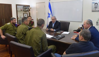 Prime Minister Benjamin Netanyahu meets with army officials, including Chief-of-Staff Aviv Kochavi, May 4, 2019.