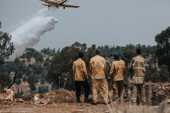 Firefighting teams trying to put out the flames in the central city of Elad, May 23, 2019.