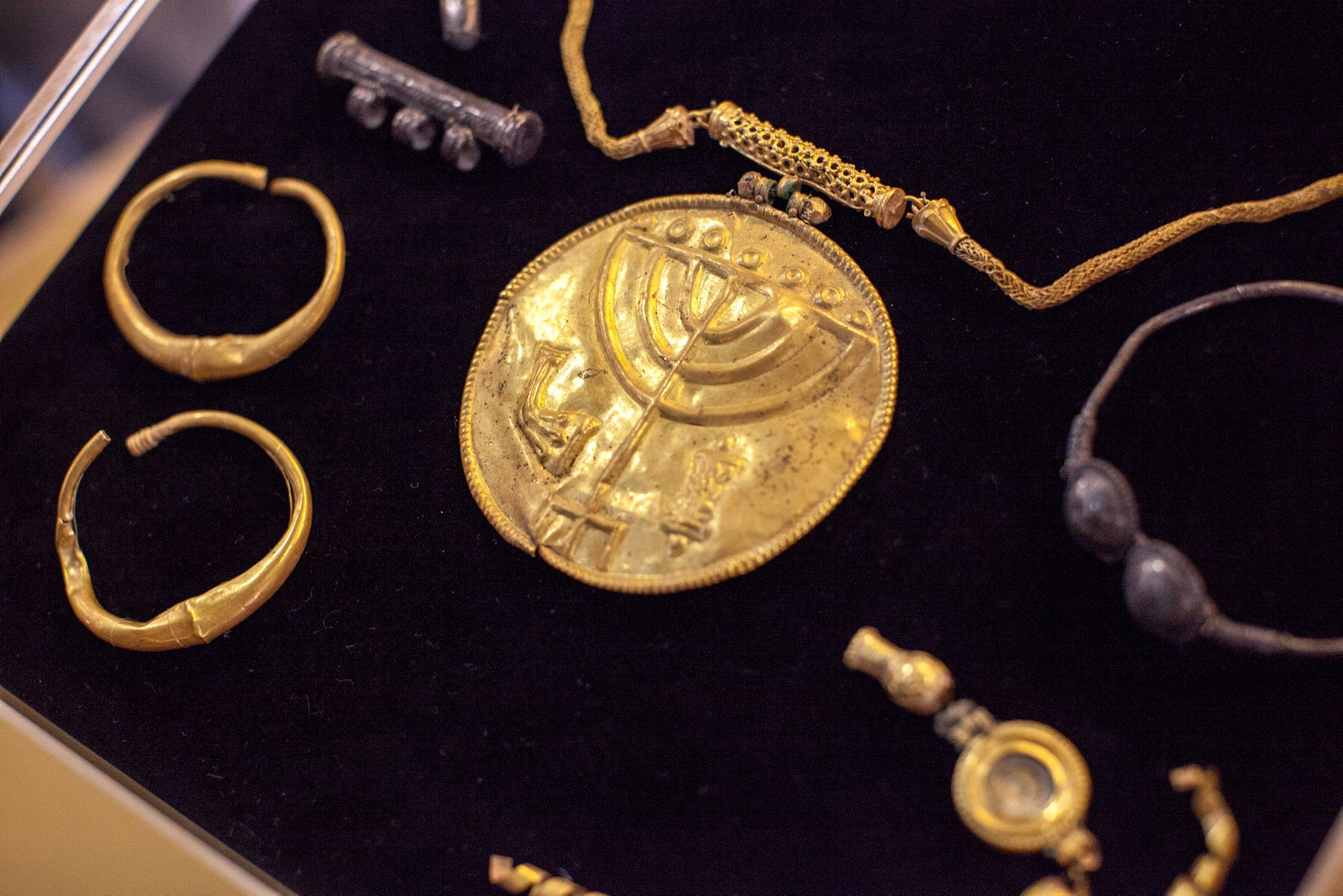 Gold jewelry found by Temple Mount