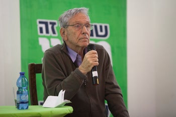 Oz speaking at an event organized by the Israeli left wing party Meretz in 2015.