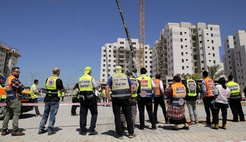 First responders at a construction site in Yavne, where four workers were killed in a crane collapse, March 19, 2019.