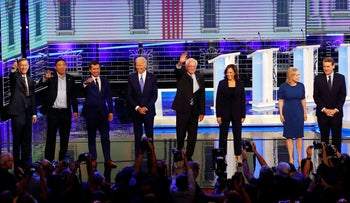 Democratic 2020 presidential candidates wave as they enter the stage for the second night of the Democratic primary debate. Miami, June 27, 2019