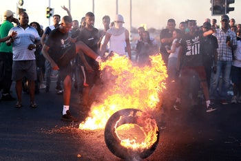 Protesters blocking roads in southern Israel in protest over police shooting of Ethiopian Israeli teen Solomon Teka, July 2, 2019.