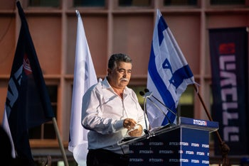 Amir Peretz speaks at a campaign rally, Kfar Saba, July 10, 2019.