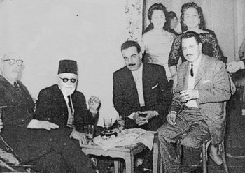 Cairo's former chief rabbi, Nahoum Effendi (second from the left) with Behar (furthest to the right).