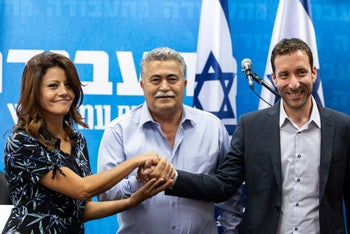 Itzik Shmuli, Orli Levi and Amir Peretz join hands at a press conference, July 28, 2019
