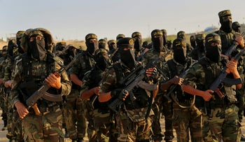 Palestinian militants of the Islamic Jihad group take part in their military exercises in Deir el-Balah, Gaza Strip, December 11, 2014.