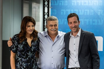 Labor's Amir Peretz, flanked by Itzik Shmuli and Gesher's Orli Levi-Abekasis, announce their joint slate, July 28, 2019.