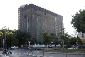 The building built by the Amigur public housing company on Hashalom Road in Tel Aviv.
