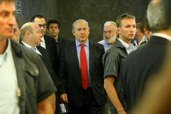Netanyahu with Hauser and Hendel, in 2011.