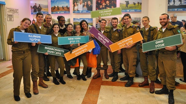 Lone IDF soldiers who came to Israel from the United States (illustrative).