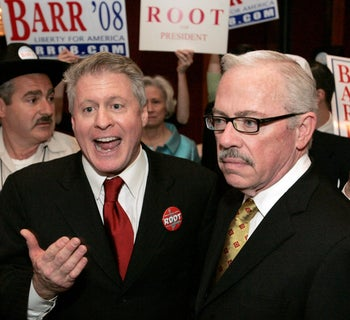 Wayne Allyn Root (left) and former Republican congressman Bob Barr talk to their supporters for the Libertarian Presidential nomination, May 2008.