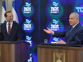 Prime Minister Benjamin Netanyahu (R) and far-right Zehut leader Moshe Feiglin in a joint press conference, Jerusalem, August 29, 2019.