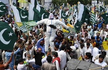 Pakistani demonstrators hold an effigy of Indian Prime Minister Narendra Modi as they march during an anti-India protest rally in Lahore on August 30, 2019