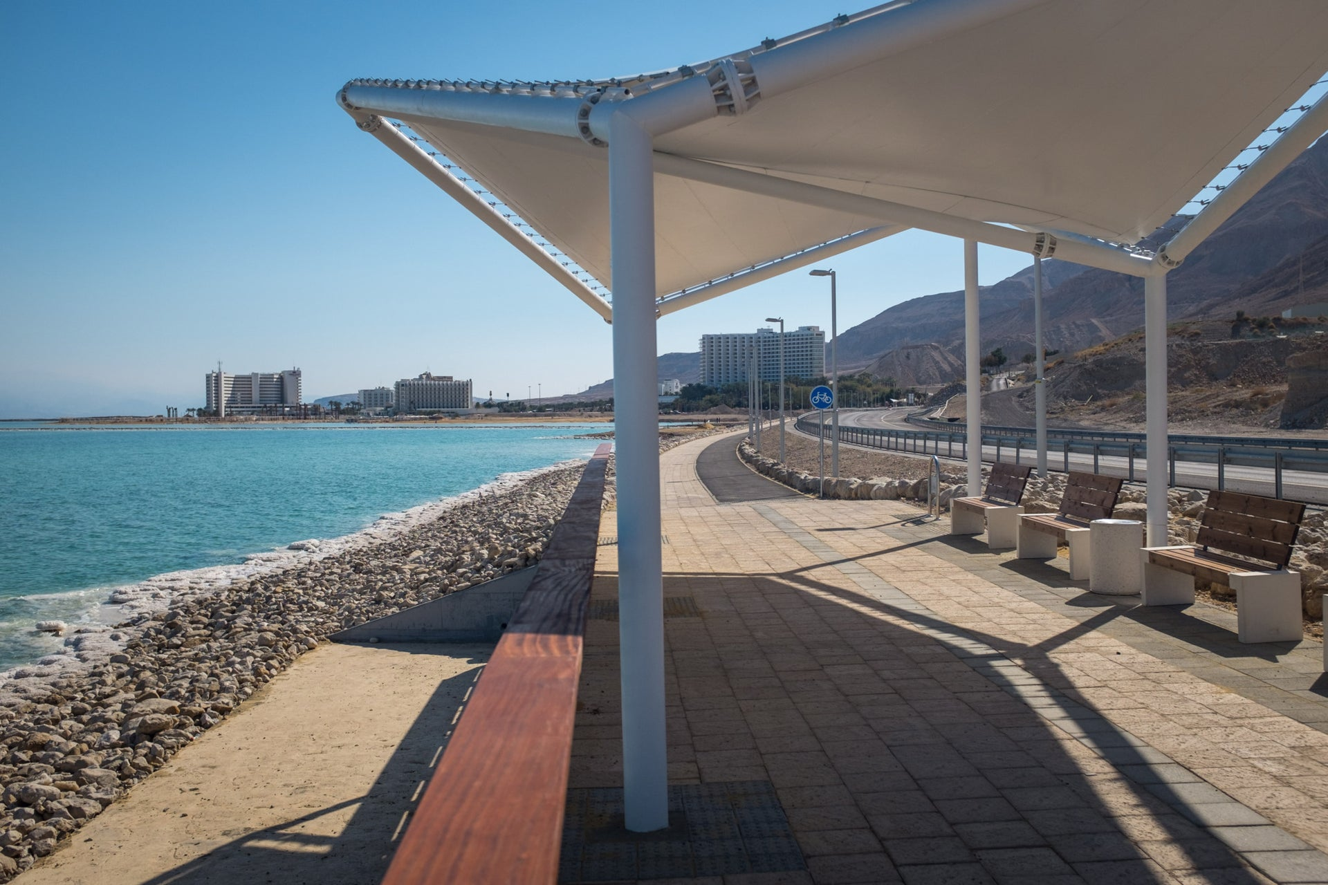 The promenade at Ein Bokek links it to Hamei Zohar.
