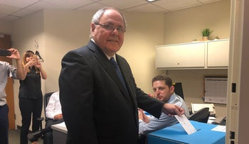 The consul general of Israel in New York, Dani Dayan, votes at the Israeli Consulate, September 5, 2019.