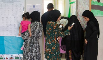 Arab citizens in the Bedouin city of Rahat waiting in line to vote in the election, September 17, 2019.