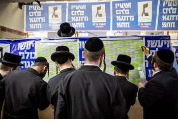 Ultra-orthodox activists for United Torah Judaism call voters from the party's headquarters, September 17, 2019.