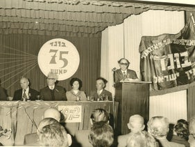 Itzhak Luden, the last of Israel's Bundists, addressing a conference of the group, in 1972.