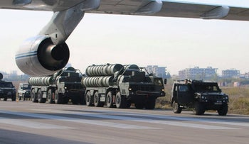 Russia's S-400 air defense missile systems standing at an airfield at the Hmeimim airbase, Syria,  November 26, 2015.