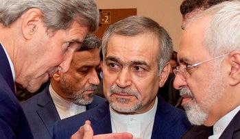 Former U.S. Secretary of State John Kerry speaks with Hossein Fereydoun and Iranian Foreign Minister Javad Zarif, 2015.