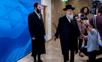 Yaakov Litzman speaks to the press before the weekly cabinet meeting, Jerusalem May 26, 2019