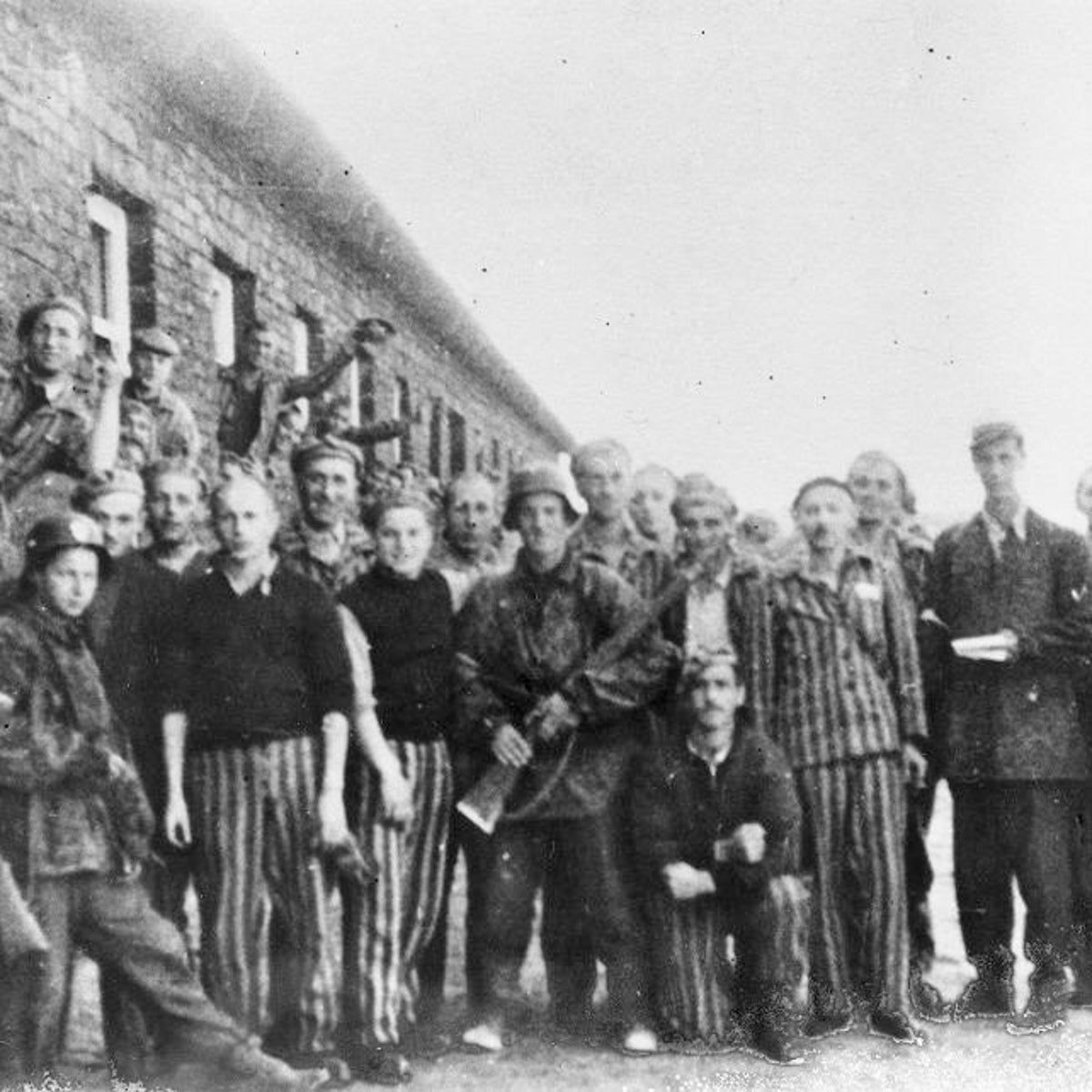 Prisoners in the Warsaw concentration camp.