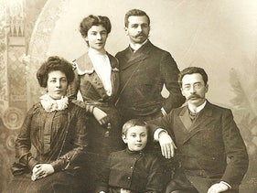 Photograph of a young Sasha Brushtein, with her parents and brothers.