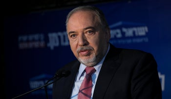 Yisrael Beiteinu Chairman Avigdor Lieberman addresses the press, September 22, 2019.