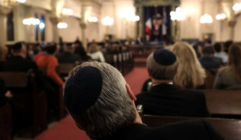 Members of the New York Jewish Community listen as France's chief rabbi, Haim Korsia, discusses anti-Semitism and terrorism at the Park East Synagogue in Manhattan February 19, 2015