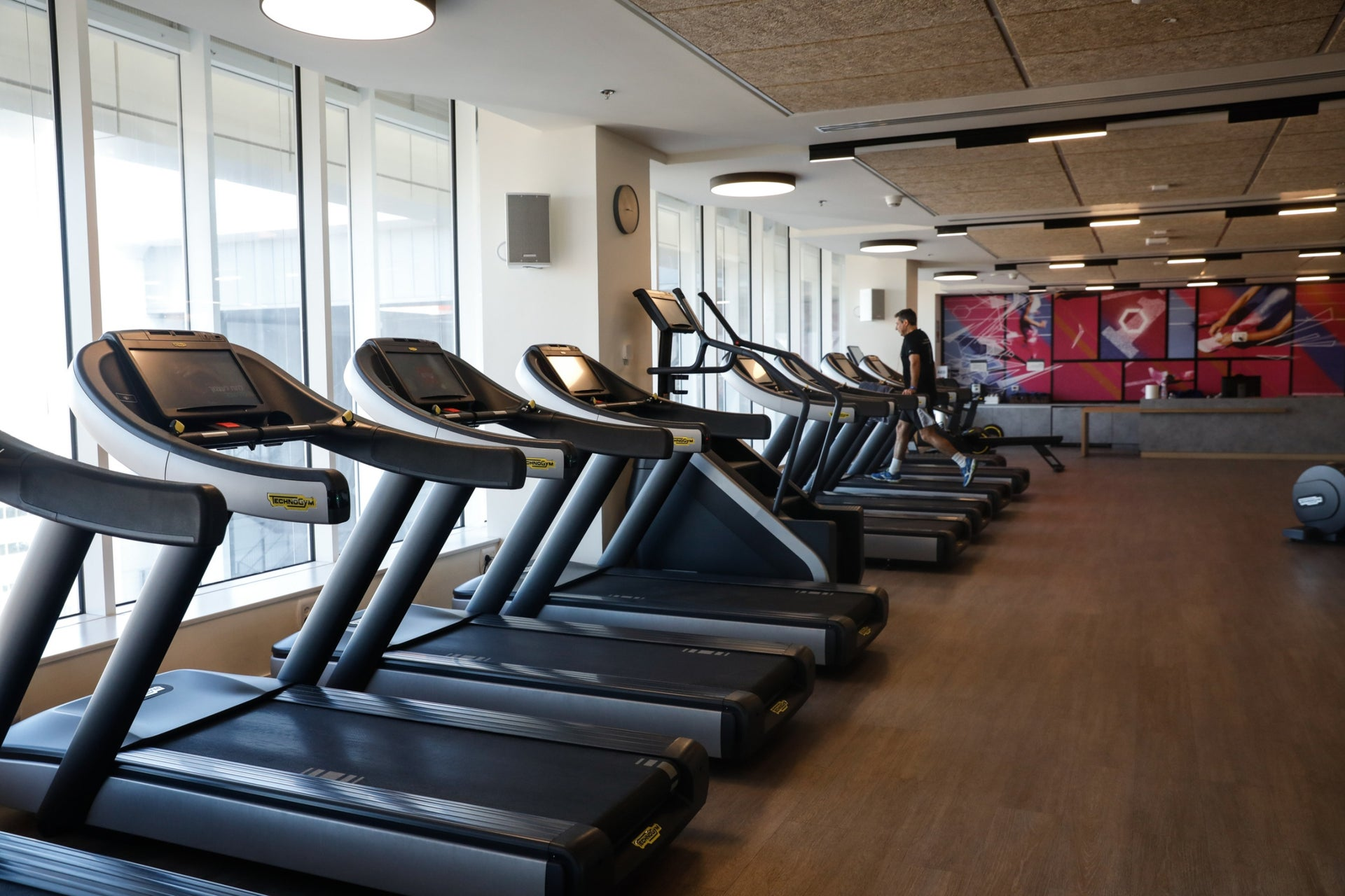 The building's piece de resistance is the services floor, which includes a fitness room, a hairdresser, a physiotherapy room and much more.