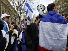 Pro-Israeli counter-protesters march after the official approval of a new West Bank settlement in 25 years, Paris, April 1, 2017