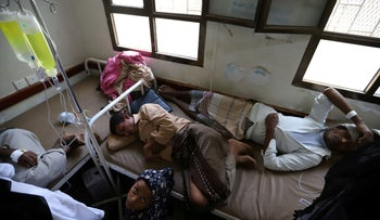People recuperate from dengue fever at a hospital in al-Jarrahi district of Hodeidah, Yemen, November 17, 2019.