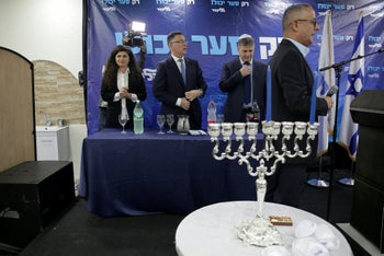 Sa'ar with Likud members Yoav Kish and Sharren Haskel in a candle lighting in Ashdod, December 22, 2019
