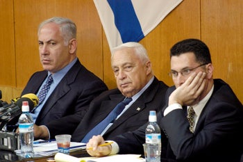Ariel Sharon flanked by Benjamin Netanyahu and Gideon Sa'ar during a Likud party meeting in 2003.