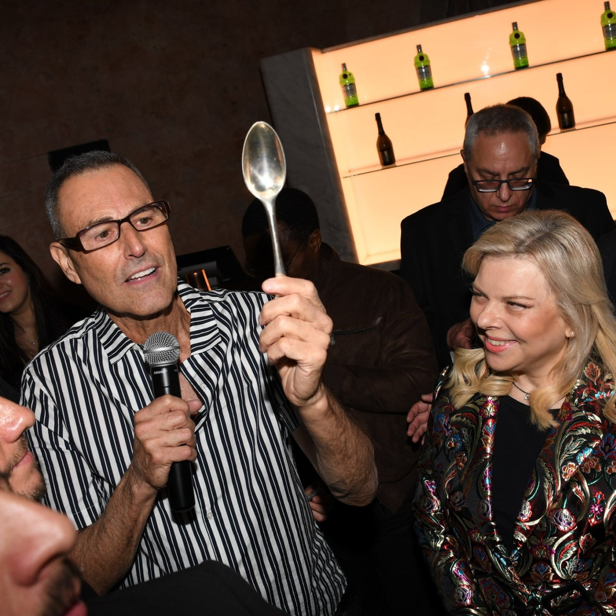 Uri Geller and Sara Netanyahu, at the exhibition opening, December 29, 2019.
