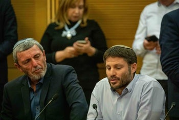 Rafi Peretz, left, and Bezalel Smotrich at the Knesset, November 20, 2019.