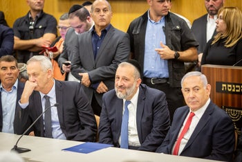Benny Gantz, Shas leader Arye Dery and Prime Minister Netanyahu in the Knesset, January 24, 2020.