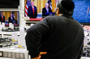 An Israeli man watching the press conference of U.S. President Donald Trump and Prime Minister Benjamin Netanyahu at an electronics shop in Modi'in, January 28, 2020.
