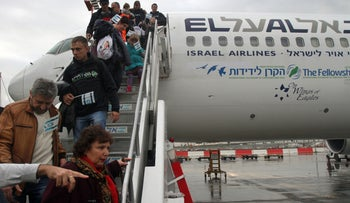 New immigrants from the Ukraine land in Israel