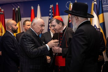 Moshe Kantor (L) chats with Israel's chief rabbi (R) at the president's residence, January 22, 2020.