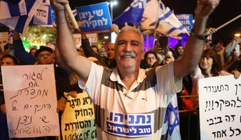 Participants in a pro-Netanyahu rally in Petah Tikva, November 18, 2019.