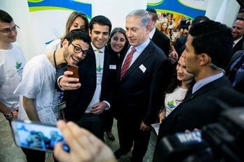 Prime Minister Benjamin Netanyahu (center) poses for a photo with members of Masa in Jerusalem, 2014.