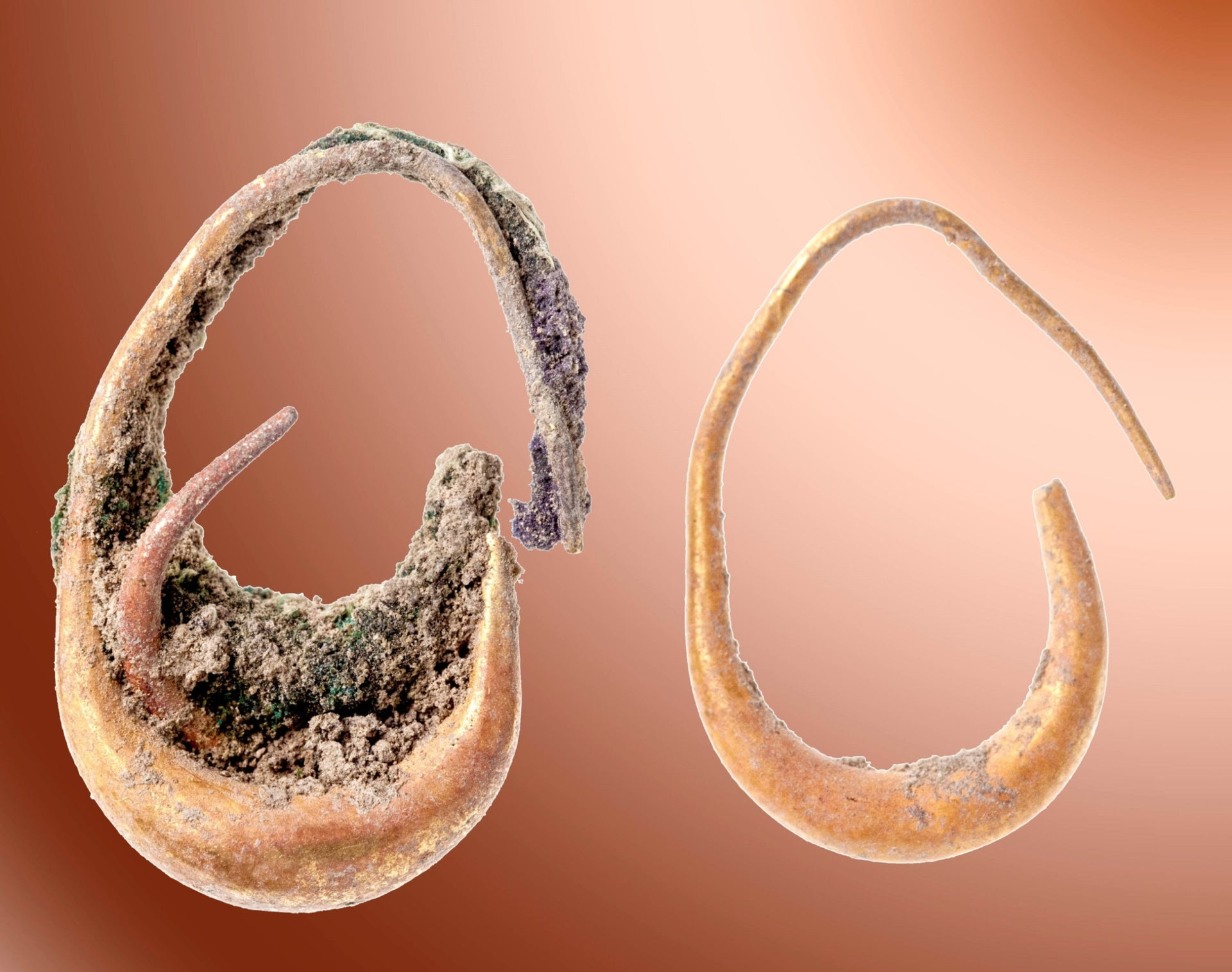 Gold earrings found at Tel Lachish