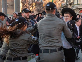 Security forces clash with ultra-Orthodox protesters in Jerusalem, following the arrest of a yeshiva student who refused to enlist in the IDF, January 26, 2020.