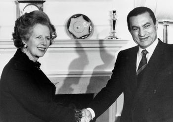 Britain's then-Prime Minister Margaret Thatcher greets Mubarak inside 10 Downing Street, London, March 14, 1985.