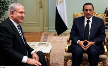 Hosni Mubarak  speaks with Israel's Prime Minister Benjamin Netanyahu during a meeting at the presidential palace in Cairo July 18, 2010.