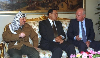 Arafat, Mubarak and Rabin during the Cairo Summit, June 11, 1993.