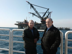 Energy Minister Steinitz and Prime Minister Netanyahu at a ceremony marking the arrival of the foundation for the Leviathan platform, in January 2019.