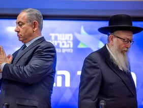 PM Netanyahu (L) and Health Minister Yaacov Litzman at a press conference on the spread of the coronavirus, March 4, 2020.